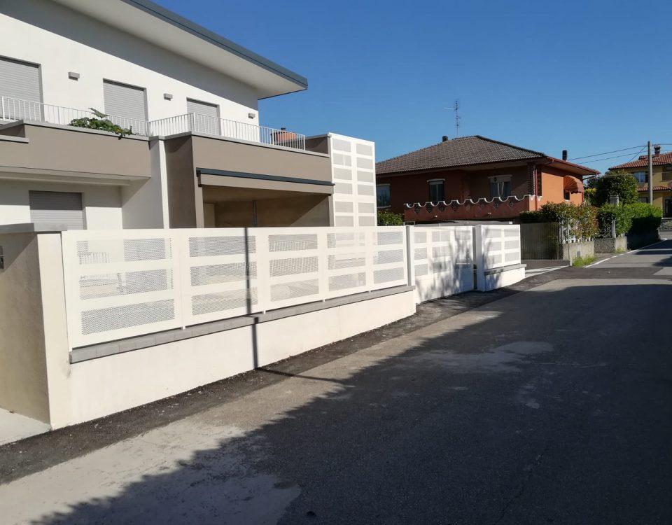 cmc recinzioni-cantiere di Madone-Recinzione modello microforata