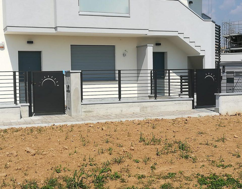 cmc recinzioni-cantiere valbrembo-Recinzione modello village